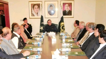 Ruling out clash: Zardari warns against anti-govt scheming