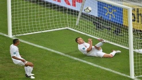 England ride luck into quarter-finals