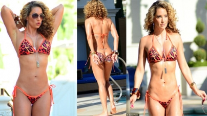 Jennifer Nicole Lee shows off her bikini bottoms in Las Vegas