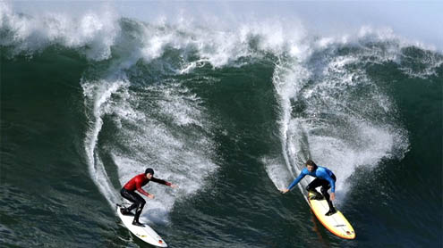 World's best big wave surfers compete at Mavericks