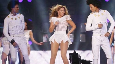 Beyoncé rocks the O2 but fans flood at Twitter with illicit snaps