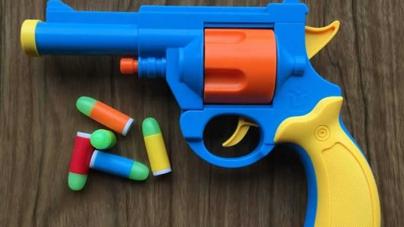 German Prosecutors Investigate Teenager For Shooting Toy Gun At Thai king