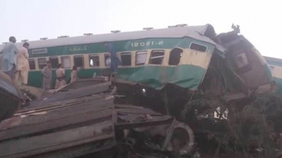 Rahim Yar Khan: Eleven killed in collision between two trains