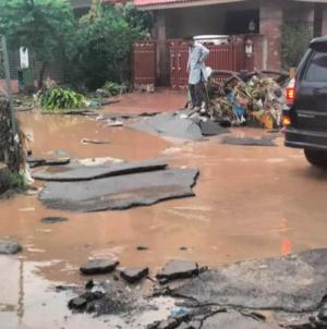 Islamabad Sector E11 cloudburst floods neighborhood in torrents
