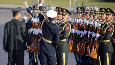 Chinese Guards Use Piece String Make Sure Perfectly Lined Obama